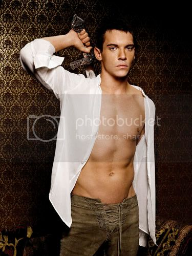 http://i326.photobucket.com/albums/k410/tnlgirl/jonathanrhysmeyersbrown.jpg